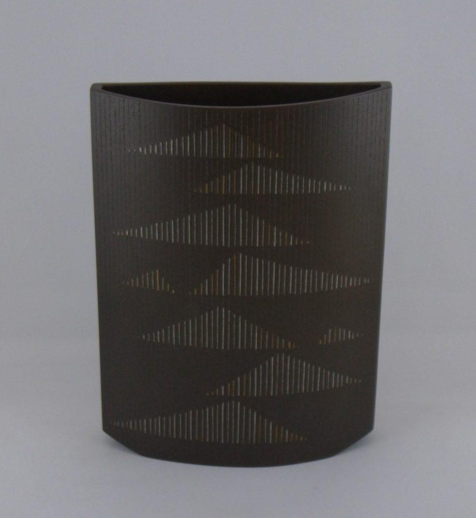 線象嵌「連」鋳銅花器