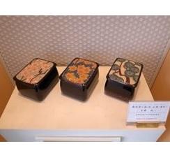 彫刻塗小箱(桜・紅葉・唐松)